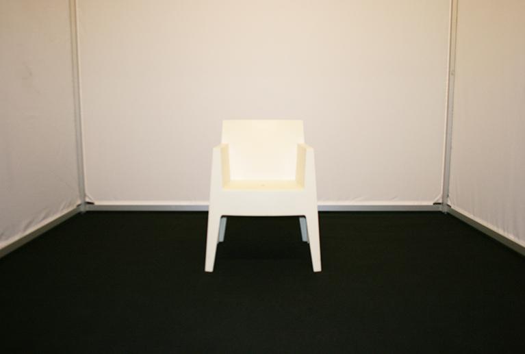 Sedia bianca per stand